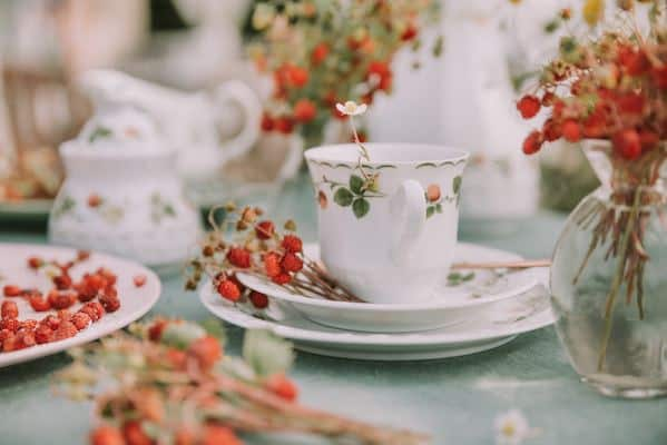 porcelain tea set and flowers as an example of tea art